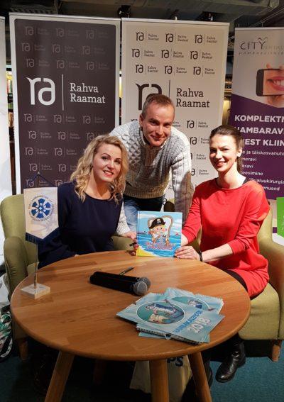 Raamatuesitlusel Tallinnas: (paremalt) raamatu autor Britta Jürgenson, illustraator Andres Kuura ja raamatuprojekti elluviija Meryli Lilleberg